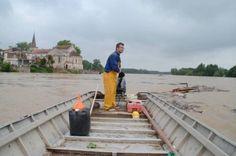 M Gauthier, pêcheur sur la Garonne a Couthures sur Garonne en travail, même avec la crue