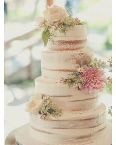 Love this nearly naked wedding cake. Fit the style of this beautiful Love Story just perfectly. #CaptureTheStory #EssencePhotography…