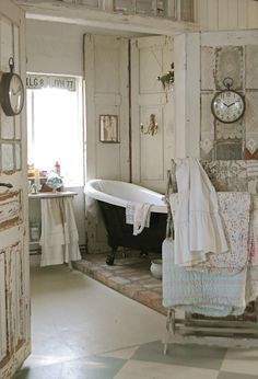 Check Out 25 Lovely Shabby Chic Bathroom Design Ideas. Shabby chic bathrooms are so cute that when you see them, you just can't get enough! Baños Shabby Chic, Muebles Shabby Chic, Shabby Chic Bedrooms, Shabby Chic Kitchen, Shabby Chic Furniture, Bohemian Bedrooms, Chabby Chic, Painted Furniture, Bad Inspiration