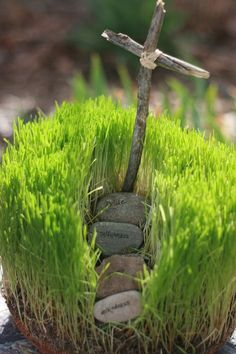 I LOVE LOVE LOVE this! Make your own Hill of Calvary for Easter. This grass garden features the hill where Jesus was hung on the cross and a small tomb where he was buried and rose again. It makes a very symbolic centerpiece for your Easter table and it an incredible teaching tool for your little sprout.