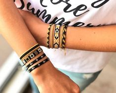 Beaded Choker, Beaded Jewelry, Beaded Bracelets, Bead Loom Patterns, Rakhi, Hand Embroidery Designs, Loom Beading, Crochet Motif, Jewlery