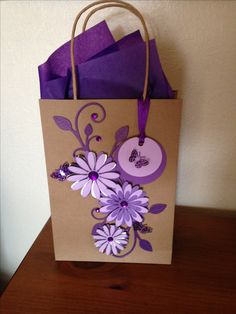 Creative Gift Wrapping, Creative Gifts, Craft Bags, Craft Gifts, Gift Wrapping Techniques, Decorated Gift Bags, Jw Gifts, Paper Gift Bags, Girly Gifts
