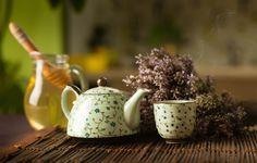 Bylinky připravujte v porcelánu, skle nebo kamenině, ne v kovovém nádobí Tea Quotes, Calorie Intake, Drinking Tea, How To Find Out, Beverages, Tableware, Health, Food, Accounting