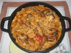 """El gazpacho manchego es un primer plato fundamentalmente rico en enriquecido con proteínas de alto algo de , minerales y vitaminas hidrosolubles básicamente aunque el le aportaría (liposoluble). Se puede completar un menú equilibrado con un segundo de libritos de manzana con guarnición de ensalada de tomate. Como postre podemos sugerir un yogur casero. Ingredientes ...continúa leyendo """"Gazpachos manchegos"""" Paella, Gazpacho Manchego, Spanish Kitchen, Chicken, Meat, Ethnic Recipes, Regional, Soups, Dinners"""