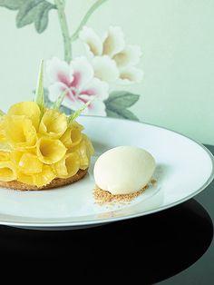 #Flowers, #dessert or work of #art? Perhaps all three. Shangri-La Hotel, Paris - Restaurant La Bauhinia