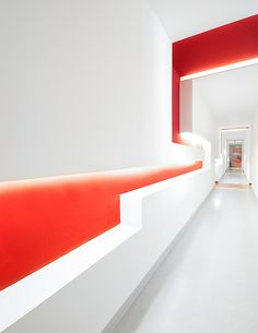 Minimalist architectural photograph by German photographer Christopher Domakis.