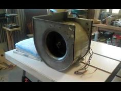 Building a homemade workshop air cleaner using an old furnace blower. Home Workshop, Workshop Ideas, Shop Fans, I Shop, Wood Projects, Woodworking Projects, Work Shop Building, Shop Dust Collection, Extractor Fans