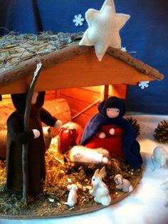 Kerstgroep felt Christmas felt waldorf seizoenstafel Christmas Nativity, Felt Christmas, Christmas Eve, Christmas Crafts, Christmas Ornaments, Waldorf Crafts, Waldorf Dolls, Christmas On A Budget, Nature Table