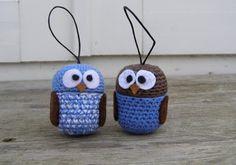 Halager: Flere kinderægs-hæklerier og opskrift nu på dansk... Crochet Case, Crochet Gifts, Knit Crochet, Amigurumi Patterns, Crochet Patterns, Doll Toys, Crochet Projects, Tatting, Diy And Crafts