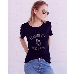 Dámské moderní tričko s potiskem praying – VELIKOST L Na tento produkt se  vztahuje nejen zajímavá 129e51d513