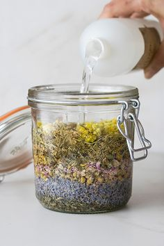 Create magical herbal tinctures and more with wonderful witch hazel extract! Get the story behind this self care staple and learn to… What Is Witch Hazel, Witch Hazel Uses, Skin Care Remedies, Herbal Remedies, Natural Remedies, Health Remedies, Herbal Tinctures, Herbalism, Natural Medicine