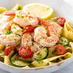 Shrimp pasta recipe with lemon garlic sauce served with zucchini and tomatoes. A simple, healthy meal prepared in only 30 minutes. Shrimp Pasta with Lemon Garlic Sauce G_ruschka g_ruschka Rezepte Shrimp past Healthy Pastas, Healthy Dinner Recipes, Healthy Snacks, Healthy Eating, Simple Healthy Recipes, Healthy Recipe Videos, Keto Snacks, Lemon Recipes, Quick Recipes