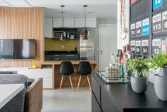 Apartamento de 62 m² ganha visual moderno e áreas integradas