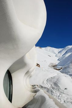 If It's Hip, It's Here (Archives): Crazy Curvalinear Ski Resort in Iran Inspired By Snowdrifts and Igloos. The Barin Ski Resort. Persian Architecture, Colour Architecture, Amazing Architecture, Contemporary Architecture, Snowboarding, Skiing, Iran Today, Winter Family Vacations, Best Ski Resorts