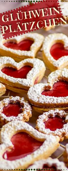 Verschenk Dein Herz zu Weihnachten oder eben etwas Süßes von Herzem. Leckere Glühweinplätzchen mit zweierlei Teig zur Auswahl.#plätzchen #weihnachtsbäckerei #rezepte