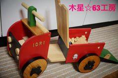 木の車 以前も紹介させていただいた木の車( ᵕ )こちらは長女の子のために作成したもの(ฅ'ω'ฅ)椅子の下には積み木&木の車がたくさん\()/椅子を開けると滑り台の出来上がり('ᵕ') #木 #木工 #木工細工 #手づくり #ハンドメイド #父 #趣味 #日曜大工 #オリジナル #アイデア #作成 #工房 #木のおもちゃ #木の車 #おもちゃの車 #くるま #車 #積み木 #しっぺい #diy #father #hobby #wood #woodwork #tree#woodworking #car #kids #kidscar de mokusei63
