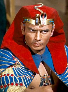"""Yul Brynner, Ramses in """"The Ten Commandments"""", 1956 Male Movie Stars, Classic Movie Stars, Classic Movies, Hollywood Actor, Hollywood Stars, Vintage Hollywood, Classic Hollywood, Films Chrétiens, Divas"""