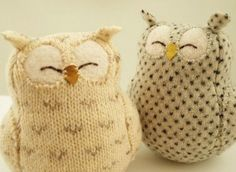 Upcycled Felted Wool Natural White Owl with Grey Spots - Stofftiere Fabric Crafts, Sewing Crafts, Sewing Projects, Craft Projects, Softies, Alter Pullover, Knit Crochet, Crochet Pattern, Recycled Sweaters