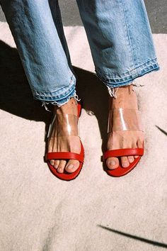 Fashion Tips Outfits The Coolest Red Sandals To Buy Before The Season Is Over.Fashion Tips Outfits The Coolest Red Sandals To Buy Before The Season Is Over Red Sandals, Sandals Outfit, Slide Sandals, Vans Outfit, Summer Sandals, Love Fashion, Fashion Shoes, Autumn Fashion, Fashion Accessories