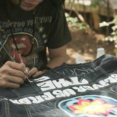#workinginprogress #psychedelic #customdenim #customjacket #handpainted #sanggargarasi