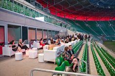 Strefa chillout na trybunach Stadionu Miejskiego.