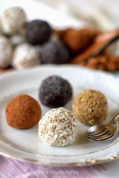 Gdy w brzuchu burczy... : Praliny z kaszy jaglanej Vegan Sweets, Vegan Desserts, Healthy Desserts, Dessert Recipes, Sweet Desserts, Vegan Food, Clean Recipes, Sweet Recipes, Cooking Recipes