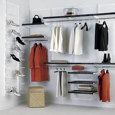 """Voici la dernière partie de """"j'organise le rangement de mes vêtements"""". Vous savez maintenant que garder (ou que jeter- ici-), comment éviter les erreurs de shopping (ici) et comment optimiser l'es..."""