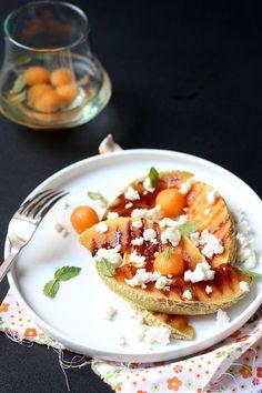 Melon grillé au miel et à la fêta