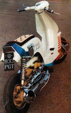 Lambretta Scooter, Vespa Scooters, Classic Vespa, 4 Wheelers, Motor Scooters, Bike Design, Retro, Choppers, 1980s