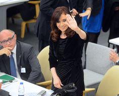 """El juez federal consideró que no hay elementos para impulsar la investigación por encubrimiento del atentado a la AMIA realizada por Alberto Nisman: """"Ha quedado claro que ninguna de las dos hipótesis de delito se sostienen mínimamente"""" --- http://www.cfkargentina.com/el-juez-rafecas-desestimo-la-denuncia-de-nisman-por-encubrimiento-a-iran/"""