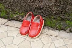 Ready Stock !!!  Sepatu Anak dari Decks Kids dengan design Simple dan warna merah yang Ok membuat si kecil tampil Kerenn :)  AYDERA SYNTH MERAH  Harga : 150.000   Size Chart  CAT : HITUNGAN KAKI STANDAR/KECIL, UNTUK KAKI TIPE BESAR/LEBAR MOHON DISESUAIKAN  22 : 14 cm = 1 sd 1,5 Tahun 23 : 14,5 cm = 1,5 sd 2 Tahun 24 : 15 cm = 2 sd 2,5 Tahun 25 : 15,5 cm = 2,5 sd 3 Tahun 26 : 16 cm = 3 sd 3,5 Tahun 27 : 16,5 cm = 3,5 sd 4 Tahun 28 : 17 cm = 4 sd 4,5 Tahun 29 : 17,5 cm = 4,5 sd 5 Tahun 30 : 18…