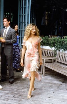 What better ensemble for Carrie Bradshaw to wear for meeting your ex-boyfriend than a flirty, floaty floral dress?