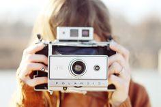 this polaroid camera. Vintage Polaroid, Vintage Cameras, Ansel Adams, Leica, Camera Photography, Photography Tips, Stunning Photography, Cute Asian Fashion, Old Cameras