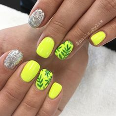 """136 Likes, 4 Comments - Liz Henson (@nails.byliz) on Instagram: """"Maybe these bright nails can brighten up this gloomy weather we're having!  . . . . #nails…"""""""