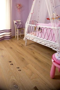 WOODEN FLOORS. PAVIMENTI DI LEGNO - Wolf's footprints. Impronte di lupo. #cadorin engineered wood flooring