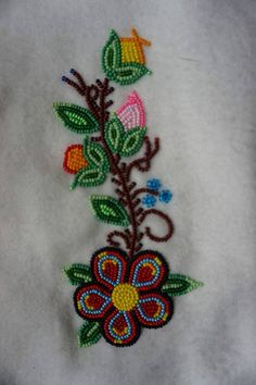 Native Beading Patterns, Bead Embroidery Patterns, Beadwork Designs, Native Beadwork, Native American Beadwork, Beaded Embroidery, Seed Bead Art, Seed Bead Jewelry, Bead Sewing