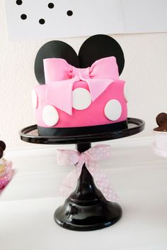 Minnie Mouse Bowtique Birthday Cake
