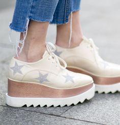 chaussure plateforme plate | Rien de tel que des chaussures à plateformes pour…