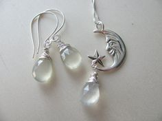Necklace and earrings. Moon stone and moon by BijouxdelloStregatto