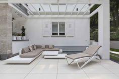 Die silkstone® Platten haben eine feine Oberfläche und erzeugen damit eine angenehme und ruhige Flächenwirkung gerade in Kombination mit moderner Architektur. (Abb. Oberfläche silkstone in der Farbe Beige)
