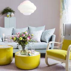 Knalligt, pastelligt och bulliga former. Våga använda färg i inredningen. Kombinera pasteller i olika kulörer och lägg till en färgstark accentfärg. Eller utgå från en vacker textil och plocka upp färgskalan i möbler och accessoarer.