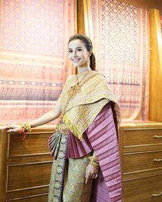 Thai Traditional Dress, Thai Dress, Sexy Asian Girls, Thailand, Feminine, Sari, Women's Fashion, Costumes, Clothes