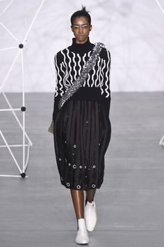 Holly Fulton Fall 2016 Ready-to-Wear Fashion Show  http://www.theclosetfeminist.ca/    http://www.vogue.com/fashion-shows/fall-2016-ready-to-wear/holly-fulton/slideshow/collection#7