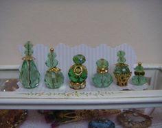 6 prachtige groene kristallen parfumflesjes voor uw huis poppen.