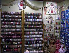 Διαθέτουμε μεγάλη ποικιλία σε χριστουγεννιάτικες κορδέλες, δαντέλες, λινάτσες, λινές αλλά και βελουτέ κορδέλες κατάλληλες για γούρια και Χριστουγεννιάτικα decor. Χειροποίητες φούντες σε πολλά χρώματα και διαστάσεις, κατασκευασμένες από εμάς με κορδόνια που διαθέτουμε και σκέτα σε εσάς που έχετε το μεράκι και θέλετε να φτιάξετε μόνοι σας τις φούντες για τα γούρια σας. Advent Calendar, Holiday Decor, Home Decor, Decoration Home, Room Decor, Advent Calenders, Home Interior Design, Home Decoration, Interior Design