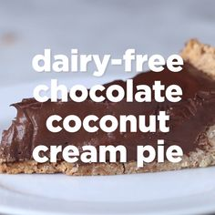 Dairy-Free Chocolate Coconut Cream Pie // #vegan #pie #coconutcreampie #chocolate #dessert