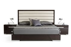Nova Domus Romano Italian Modern Ebony Queen Size Bed VGACROMANO-BEDProduct :17872Features:Ebony Lacquer FinishBeige Eco-Leather Upholstered HeadboardChrome Acrylic Handles and FeetMade In ItalySome Assembly RequiredDimensions:QueenSize Bed : W65