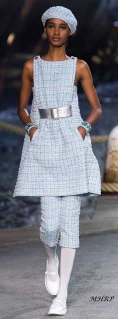 Tami Williams for Chanel Cruise 2019 Fashion 2018, Runway Fashion, High Fashion, Womens Fashion, Fashion Trends, Chanel Resort, Chanel Cruise, Style Casual, Feminine Style