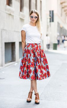 Refresh your basic t-shirt by pairing it with a full skirt in a bold summer print // #StyleTip #StreetStyle