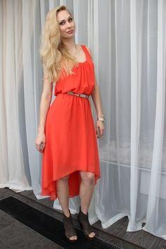 Яркое коралловое платье